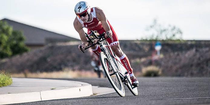 Kläder för ett Triathlon i iron Man distans är att ha kläder som kan hålla  dig varm när det är kallt och kyla när det är varmt. 67b58095cb528